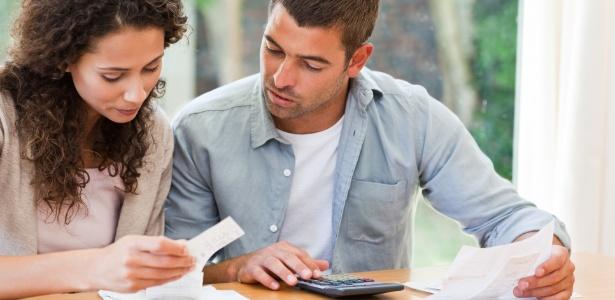 casal-financas-contas-despesas-1352472289072_615x300
